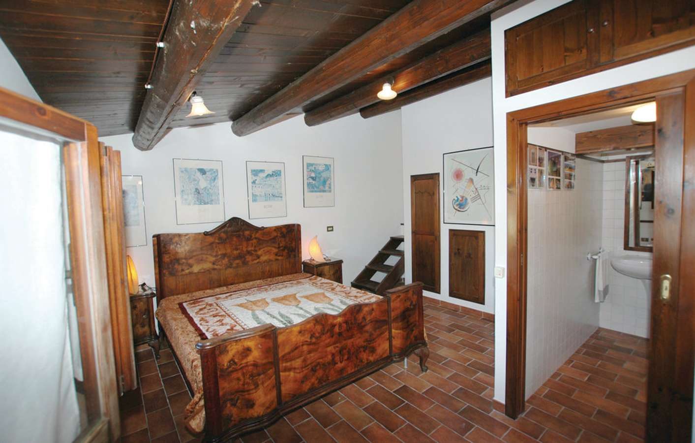 Three single beds room